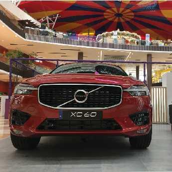 Volvo Cars toma el C.C. Fontanar  con una innovadora propuesta de lujo